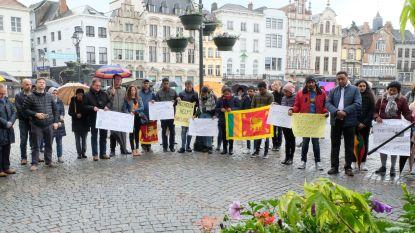 """Stille wake voor slachtoffers van aanslagen in Sri Lanka: """"Wij bewijzen in Mechelen dat we hier wel kunnen samenleven"""""""