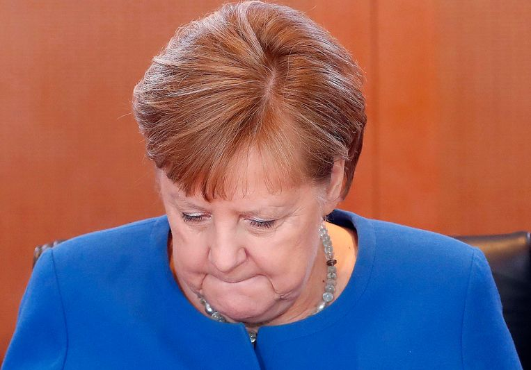 Bondskanselier Angela Merkel nam telefonisch deel aan de regeringsvergadering. Zij zit sinds zondagavond in quarantaine.