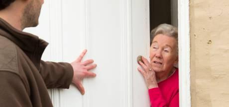 Mannen komen zogenaamd waterleiding controleren bij oude vrouw, gaan ervandoor met haar sieraden