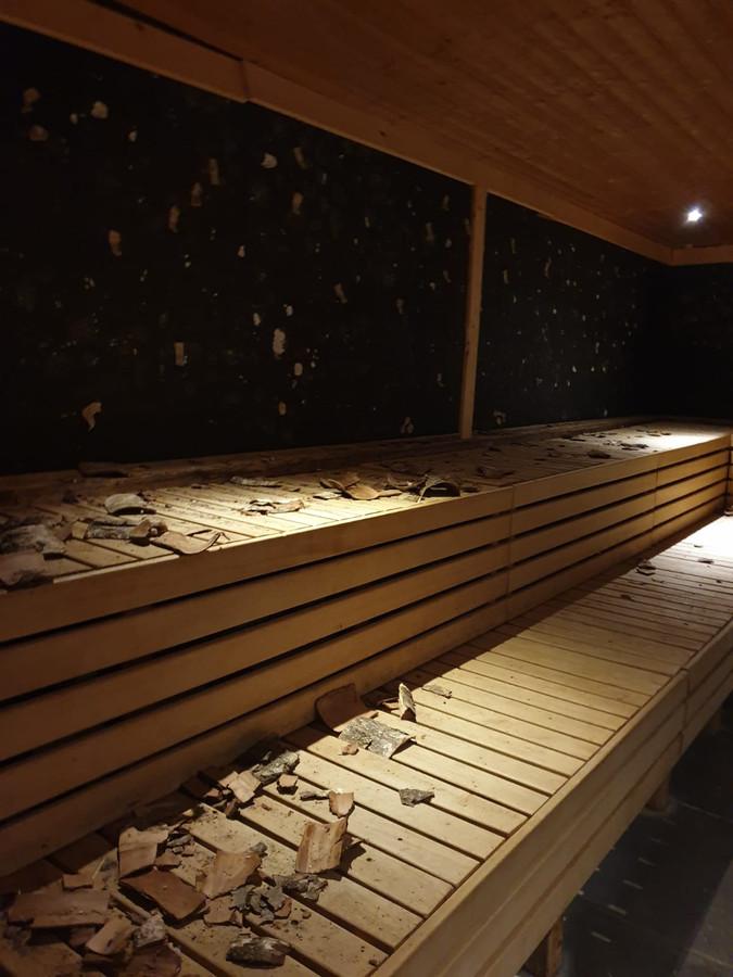 Sauna De Thermen in Rosmalen is failliet en met brute kracht voor een groot deel ontmanteld.