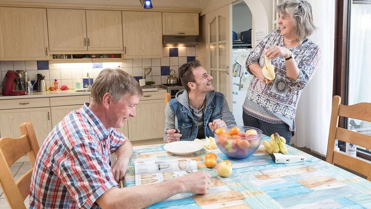 Een Fries gezin vangt een Syriër op via Takecarebnb Beeld Takecarebnb