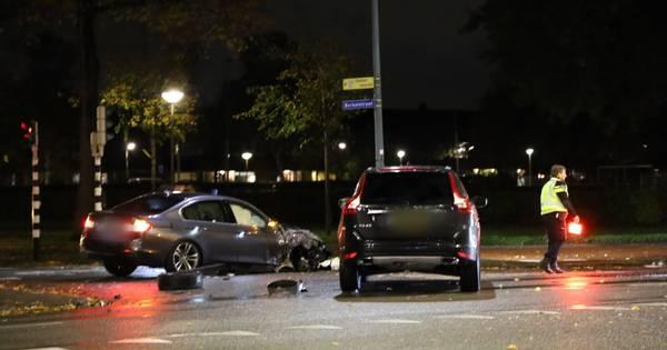 Politiewagen ramt personenauto op Amsterdamseweg in Amersfoort.