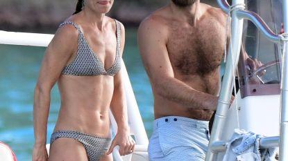 Anderhalf jaar na bevalling: Pippa Middleton showt haar bikinibody