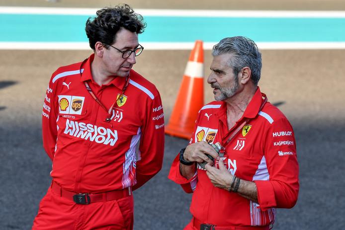 Maurizio Arrivabene (rechts) in gesprek met Mattia Binotto.