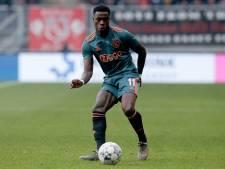 Ajax raakt met Promes opnieuw buitenspeler kwijt, Labyad maanden aan de kant