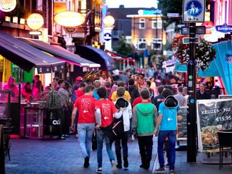 Studenten leren de Eindhoven kennen: Slapen op een bed van bierkratjes