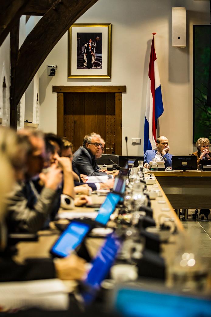 De Nederlandse vlag was bij het slotdebat voor het eerst te zien in de raadzaal. Een meerderheid van de raad steunde in november een motie van VVD en ChristenUnie/SGP hierover.