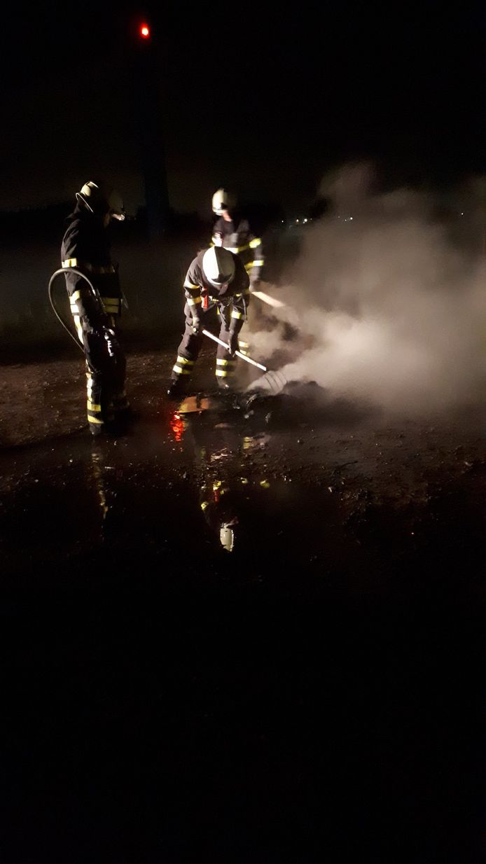 Kasten in brand gestoken in Kruisland