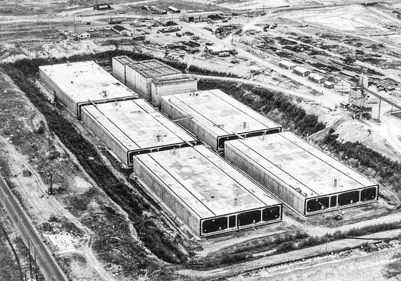 De tunnelelementen werden in een droogdok op Linkeroever gebouwd.