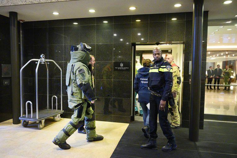 De Explosieven Opruimingsdienst Defensie deed begin januari onderzoek bij hotel Okura, nadat hier een bombrief was bezorgd. Beeld ANP