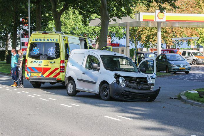 Beide auto's liepen bij de aanrijding schade op.