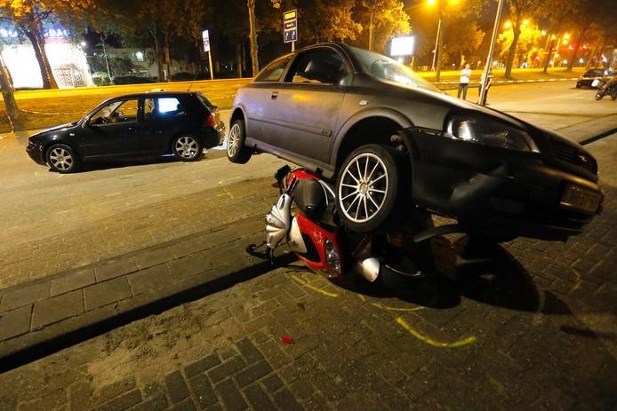 Scooterrijder gewond na aanrijding op Limburglaan in Eindhoven.