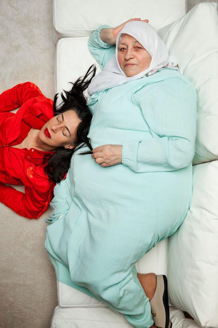 Havva: 'Tot ze al een grote meid was, ging ik nog bij haar liggen om haar te laten slapen' Tranen wellen op Beeld Mark van der Zouw