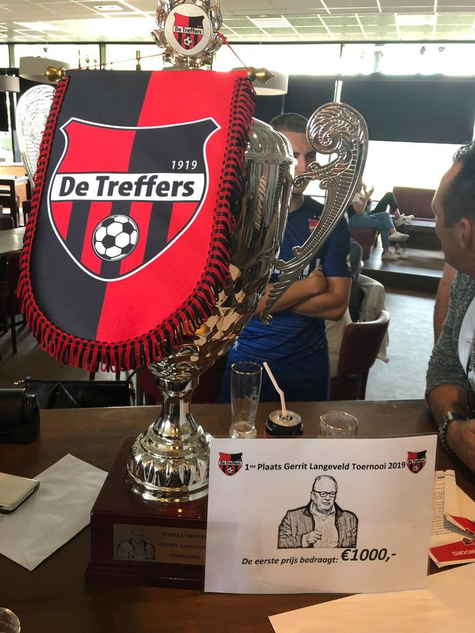 De trofee van het Gerrit Langeveld-toernooi bij De Treffers in Groesbeek ging naar DUNO.