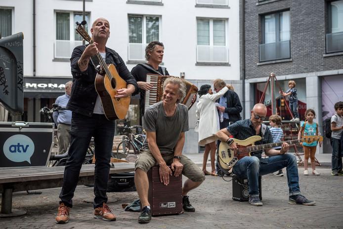 Bløf in mei van dit jaar tijdens een spontaan straatconcert in Antwerpen.