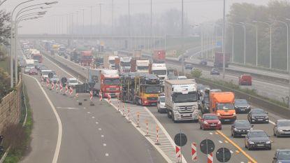 In één uur tijd 151 pechstrookrijders op de bon geslingerd bij controle aan wegenwerken E17