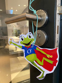 De O'pkikker is het Oisterwijkse symbool voor de hulp aan mensen die door corona aan huis gekluisterd zijn