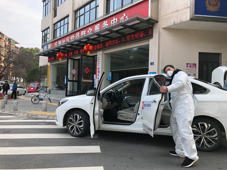 Veel patiënten hebben in Wuhan geen andere keuze dan thuis in quarantaine wachten. Beeld Leen Vervaeke