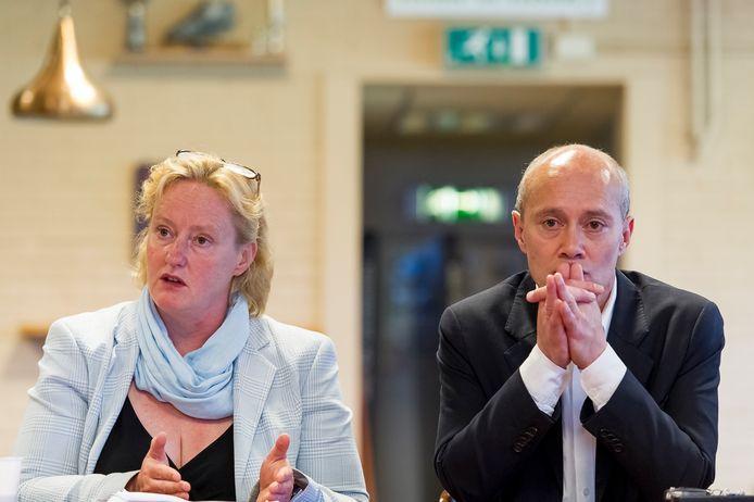 Carl Berg in 2013, naast toenmalig wethouder Antoinette Laan.
