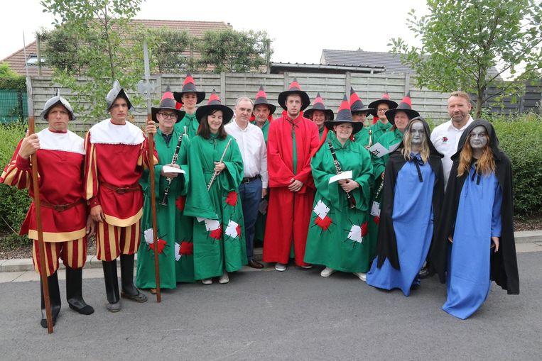 Onder andere de Spaanse wachters, de wenende heksen en koninklijke harmonie Sint-Cecilia kregen nieuwe kostuums.
