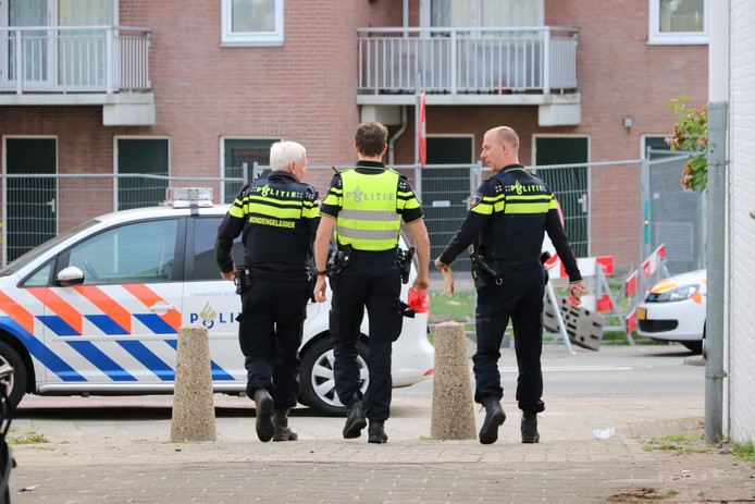 De politie doet onderzoek in Enschede na een steekpartij