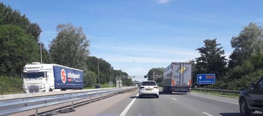 Nieuw stukje vangrail op A325 tussen Elst en Arnhem-Zuid