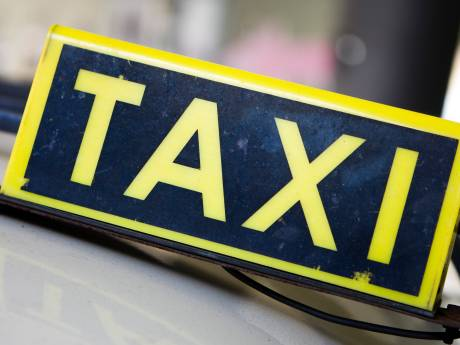 Twintig taxichauffeurs krijgen boete tijdens grote actie: bestuurder rijdt 50 kilometer per uur te hard