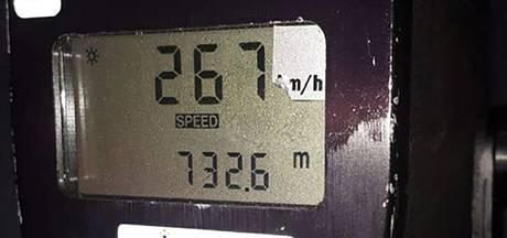 Bestuurder tikt 267 kilometer per uur aan