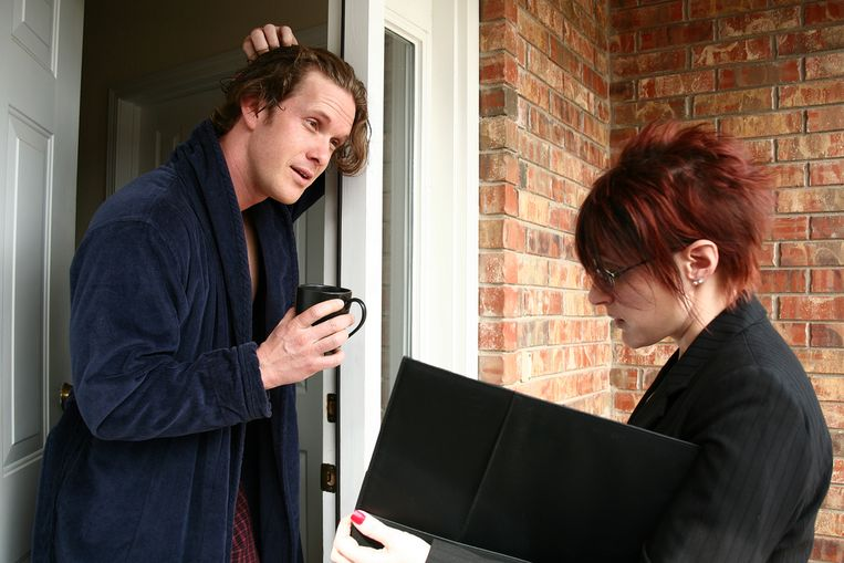 De politie waarschuwt voor deur-aan-deur-verkopers.