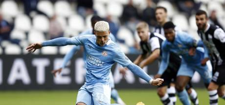 Aanvallend onmachtig PSV laat in Almelo de eerste punten van het seizoen liggen