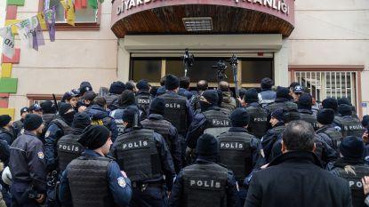 Turkse politie gaat over tot massale arrestaties na kritiek op militair offensief tegen Koerden