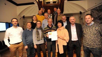 Gemeente en zwemclub schenken 771 euro aan Villa N.J.A.M.