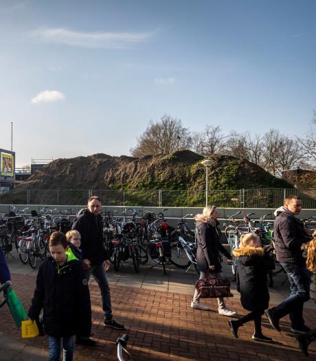 In de rij voor een 'rondleiding' door je nieuwe school: open dag Strabrecht College druk bezocht