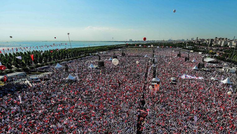 Demonstratie in Istanbul als slot van de gerechtigheidsloop van Ankara naar Istanbul georganiseerd door de oppositiepartij CHP tegen de regering-Erdogan, 9 juli. Beeld afp