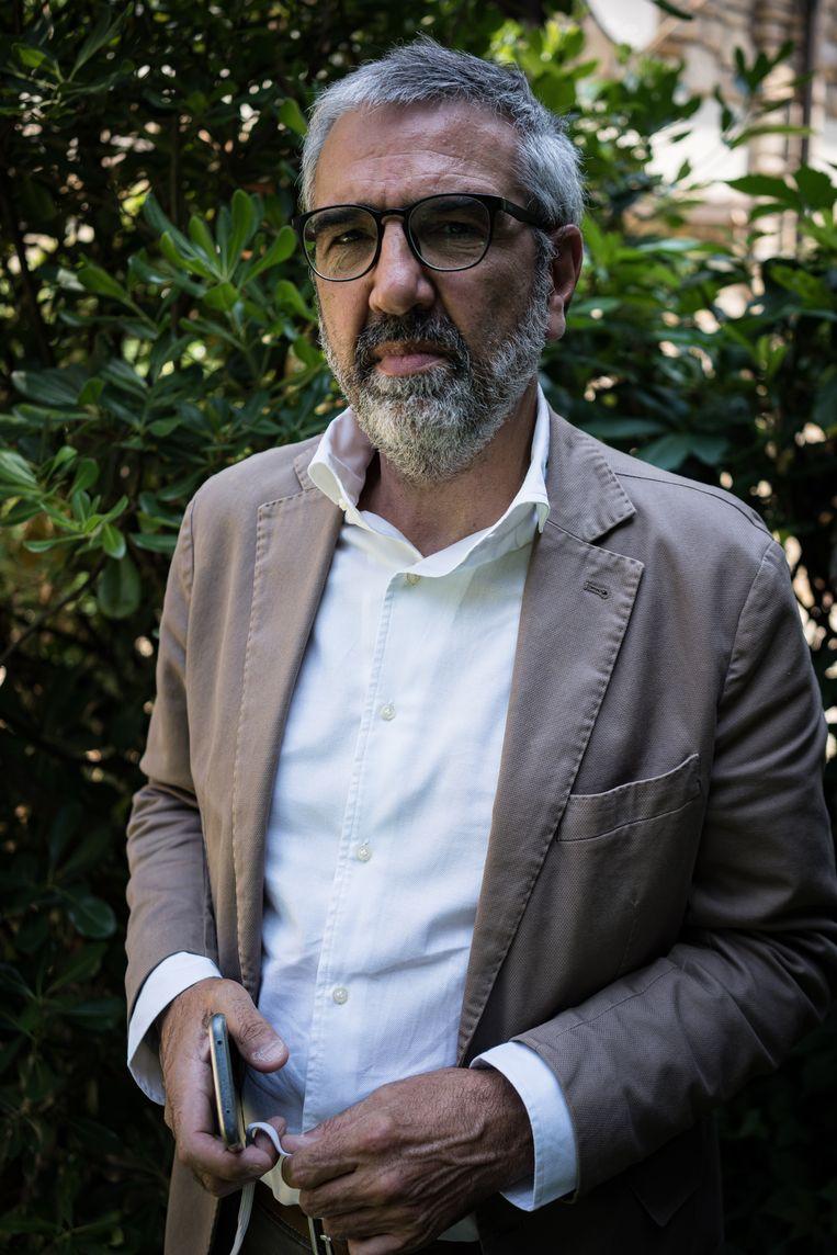 Luca Fusco leidt met zijn zoon Stefano de Facebookgroep Noi Denunceremo (Wij zullen aangifte doen). Beeld Nicola Zolin