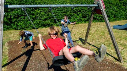 Kinderen leven zich uit in heropende speeltuintjes