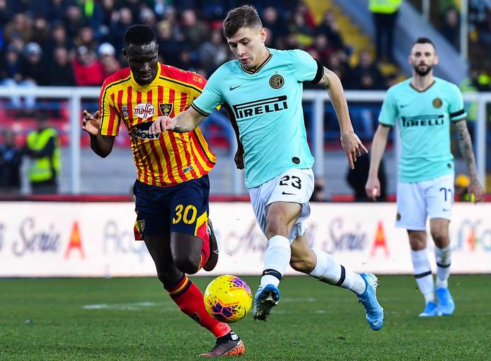 Nicolo Barella van Inter in duel.