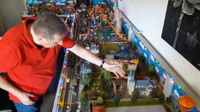 Jan Robbe toont het trappistenklooster van Koningshoeven.