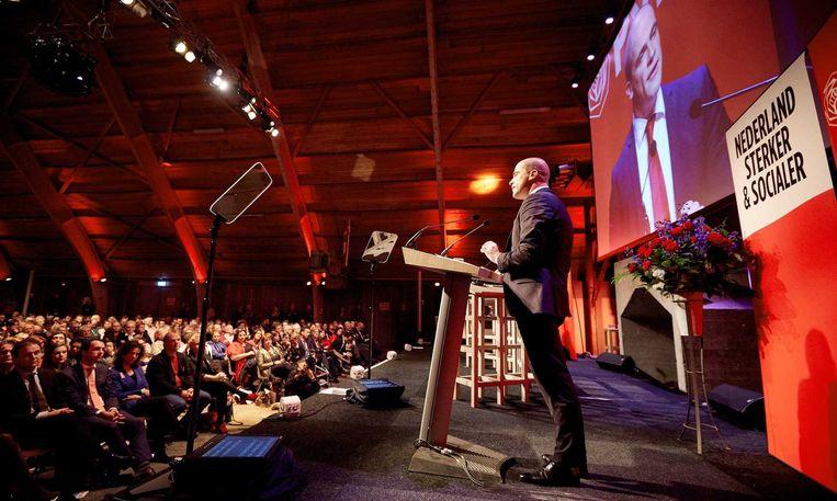 Diederik Samsom spreekt het PvdA-congres toe in Utrecht. Keiharde eisen over de vrije artsenkeuze? In de praktijk wordt de soep niet zo heet gegeten. Beeld anp