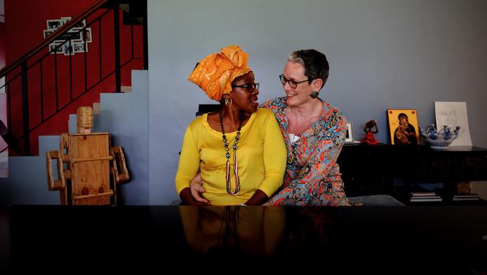 Mpho Tutu samen met haar vrouw Marceline van Furth in hun huis in Kaapstad.