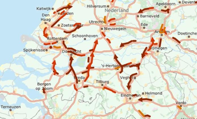 Grote drukte op de wegen in Brabant. De situatie op de snelwegen, iets voor 07.30 uur deze maandagochtend.