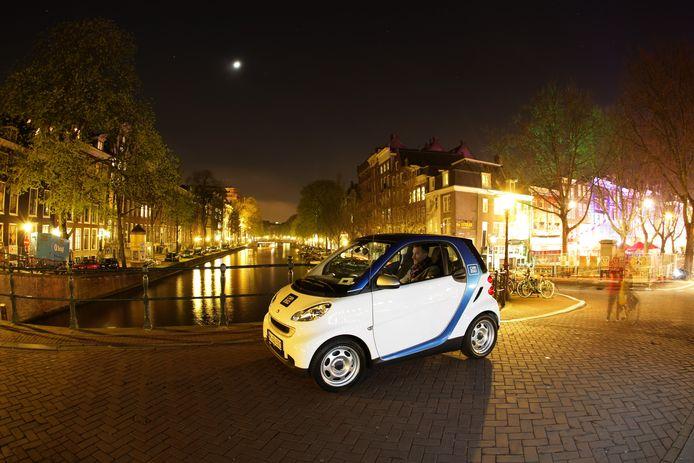 In Amsterdam rijden honderden elektrische Smarts als deelauto van Car2Go, eveneens een bedrijf van Daimler AG