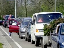 Lange wachtrijen bij de milieustraat: 'Kom alleen in noodzakelijke gevallen'