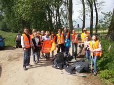 Kilo's plastic uit natuur in Maas en Waal gehaald