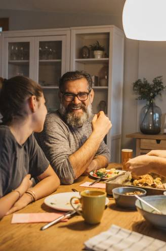 """Aan taaafel! Communicatiewetenschapper houdt pleidooi voor samen eten: """"Dat moet je leren als kind"""""""