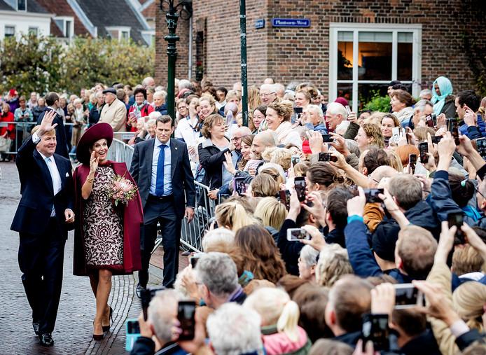 Koning Willem-Alexander en Koningin Máxima tijdens een eerder bezoek aan Amersfoort.