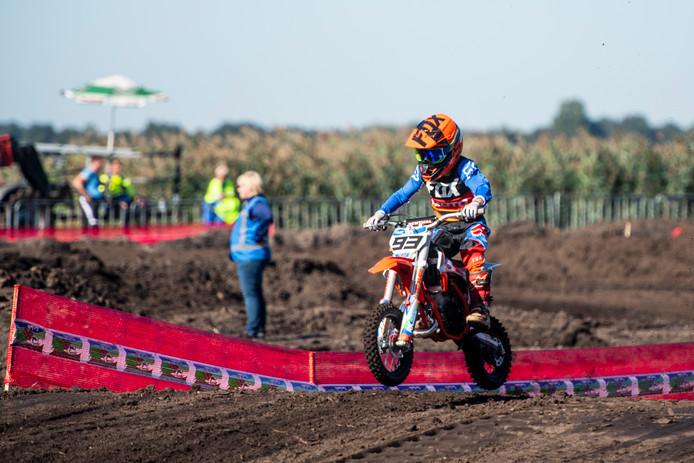 Opnieuw veel spektakel bij de tiende editie van de motorcross van De Wieke in Westerhaar