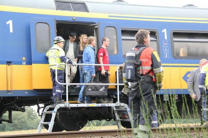De naar schatting 500 passagiers moesten de trein verlaten.