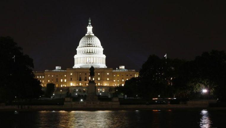 Het Capitool in Washington, D.C. maandagavond laat. Beeld reuters