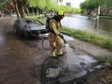 Auto uitgebrand na vergissing met hete kolen